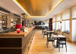 Restaurant (© Heiner Leiska)