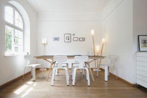 Pressed Chair, Tisch Klopstock (© Jäger&Jäger)