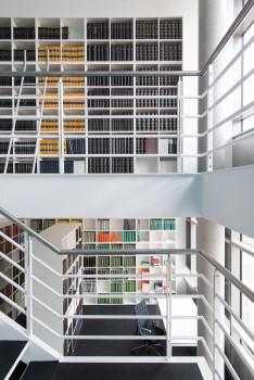 Bibliothek nach Maß, ID Chair von Vitra