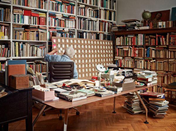 Ad Hoc Executive Table und Drehstuhl AC4 - beides Vitra (© Vitra)
