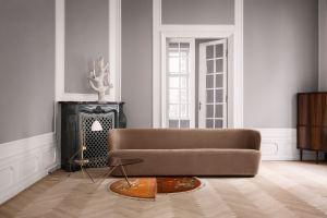 Leuchte BL1, Couchtisch Pedrera und Sofa Stay (© Gubi)