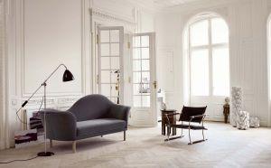 Sofa Grand Piano und Stehleuchte BL4 (© Gubi)
