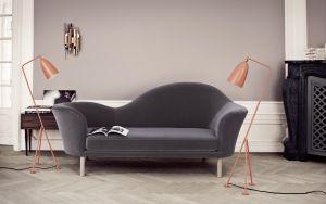 Sofa Grand Piano und Stehleuchte Groshoppa (© Gubi)