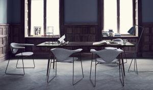 Stühl Masculo und Tisch Groshoppa (© Gubi)
