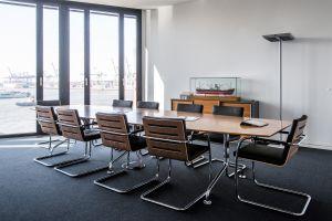 Konferenztisch Ono Randers + Radius, Freischwinger S60 von Thonet