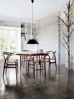 Stuhl CH24, Tisch CH337 (© Carl Hansen)