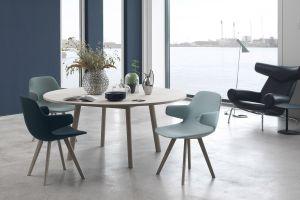 Tisch und Stuhl Eyes, Ox Chair (© Erik Jørgensen)