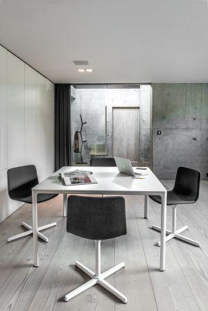 Tisch Mesa, Stuhl Pato Kollektion (© Fredericia)