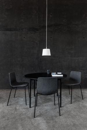 Stuhl Pato Kollektion, Tisch Easy  (© Fredericia)