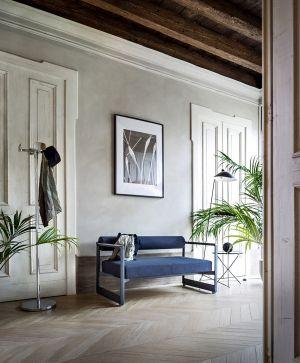 Garderobe Four Leaves und Sofa Brut (© Magis)
