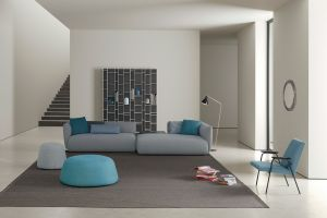 Sofa Cosy, Regal Random, Pouf Fuji (© MDF Italia)