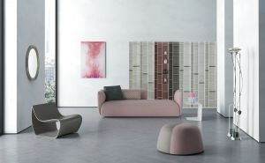 Regal Random, Sofa Cosy, Sessel Sign, Pouf Fuji (© MDF Italia)