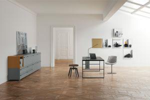 Schreibtisch 20.Venti, Stuhl und Hocker Flow (© MDF Italia)