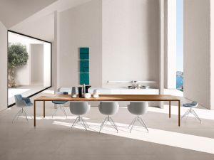 Tisch Tense, Stühle Flow Slim (© MDF Italia)