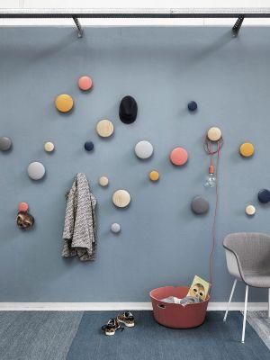 Wandhaken Dots, Stuhl Fiber (© Muuto)