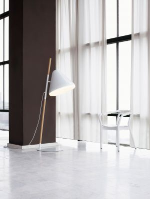 Hello Floor Lamp (© Normann Copenhagen)