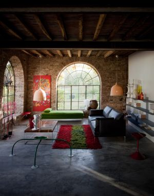 Sofa Flamingo, Hocker Mezzadro, Sitzobjekt Allunag (© Zanotta)