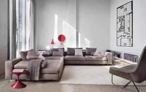 Sofa Scott, Beistelltisch Tempo (© Zanotta)