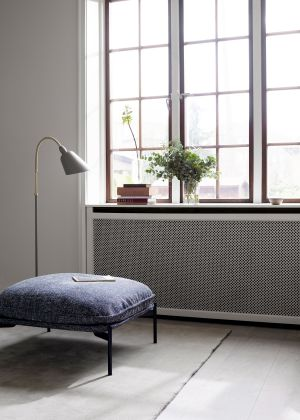 Stehleuchte Bellevue, Cloud Pouf (© Andtradition)