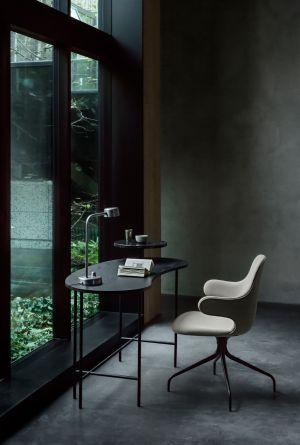 Tisch Palette, Stuhl Catch, Tischleuchte Working Title (© Andtradition)