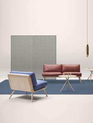 Sofa und Sessel Spine, Beistelltisch Micado (© Fredericia)