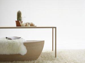 Bank Arc und Tisch Slim (© Arco)