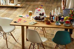 Eames Plastic Side Chair (© Vitra)