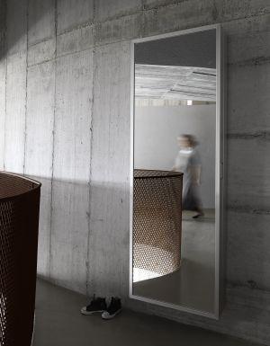 Spiegel-Garderobe Box (© Kristalia)