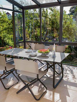 Tisch und Stühle Ahoi (© Weishäupl Möbelwerkstätten)