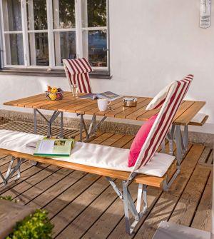 Tisch und Bänke mit Ansteckplatten Balance (© Weishäupl Möbelwerkstätten)