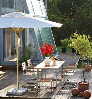 Tisch und Stühle Prato, Schirm Klassiker (© Weishäupl Möbelwerkstätten)