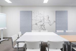 Tisch Pliéto-Kusch&Co, Stühle S43-Thonet, Sideboard-Werner Works, Akustikpaneele-Nitona