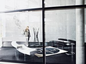 Adjustable Table - Hersteller ClassiCon authorised by The World Licence Holder Aram Designs Ltd. (© Mark Seelen)