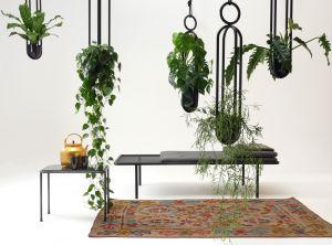 2 PM Daybed, Blumenampel und -kugel  (© Atelier Haußmann)