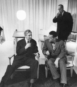 Hans J. Wegner und Charles Eames im  Gespräch  (© Hans J. Wegners Tegnestue)