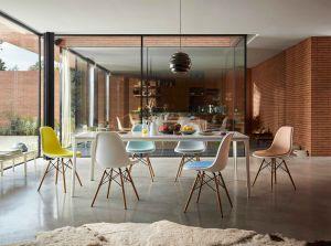 Eames Plstic Chair (© Vitra)
