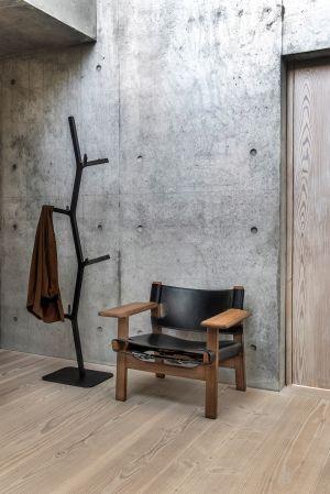 Spanish Chair & Garderobenständer Nara (© Fredericia)