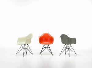 Fiberglass Armchair (© Vitra)