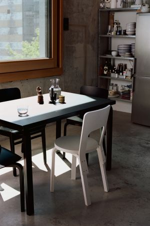 Aalto Tisch, Atelier Chair (© Artek)