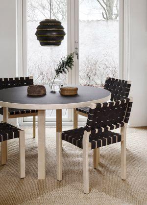Aalto Tisch, Stuhl 611 (© Artek)