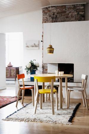 Aalto Table, Stuhl 69, Leuchte A330 (© Artek)