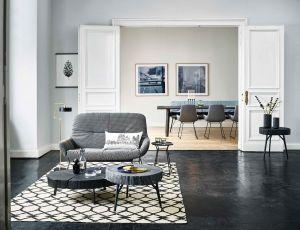 Leya Wingback Couch, Stomp Besitelltische (© Janua/Freifrau)