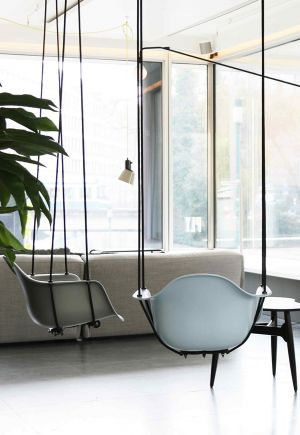 Swinging Eames (© Ply)