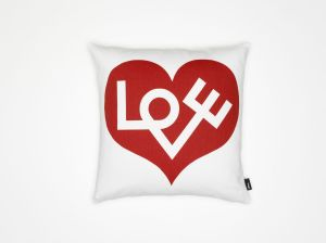 Graphic Print Pillow Love (© Vitra)