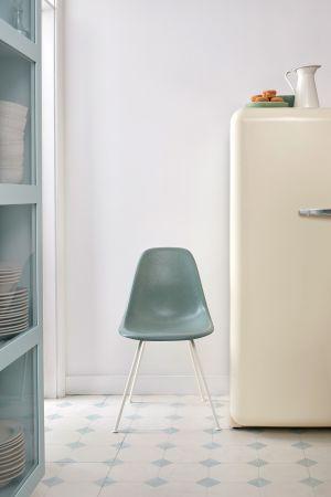 Eames Fiberglass Side Chair DSX (© Vitra)
