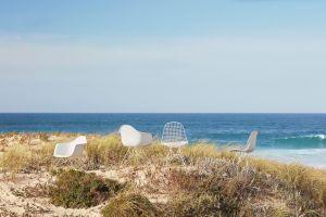 Eames Plastic Armchair LAR, Eames Plastic Side Chair, Eames Wire Chair (© Vitra)