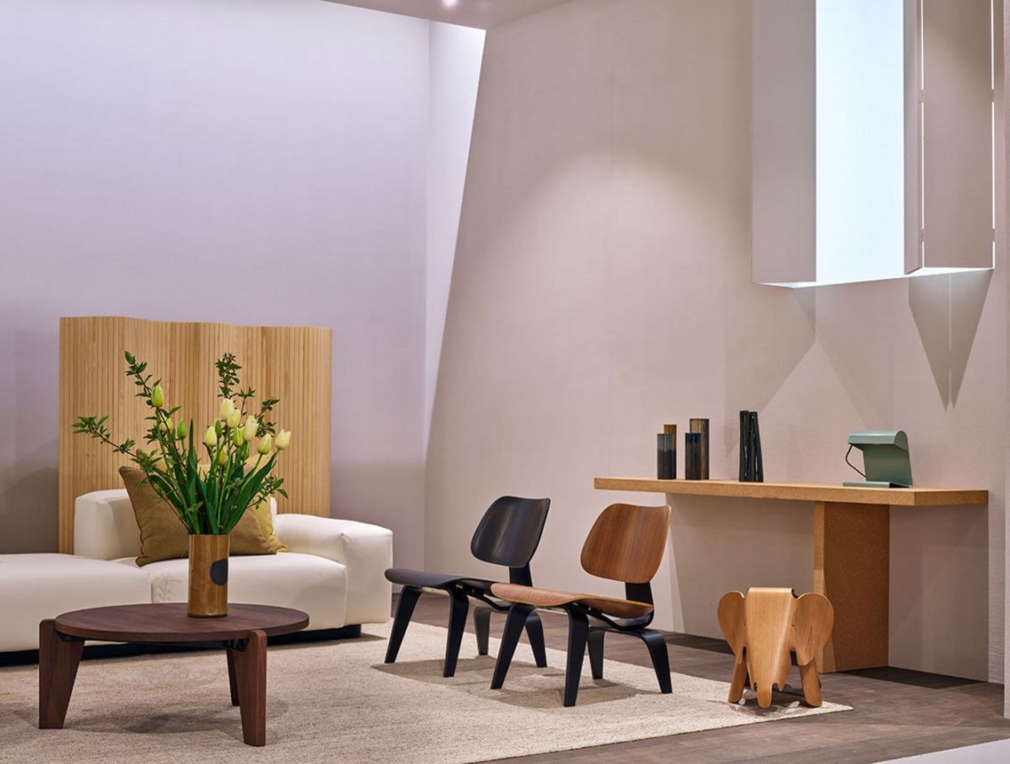 Plywood Chairs (© Vitra)
